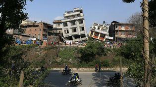 Katmandou, la capitale népalaise, est méconnaissable, après le violent tremblement de terre survenu le 25 avril, qui a fait au moins3 726 morts et plus de 6 500 blessés. (WALLY SANTANA / AP / SIPA)