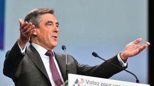 François Fillon s'exprime en meeting, le 18 novembre 2016, à Paris. (CITIZENSIDE / YANN KORBI / AFP)