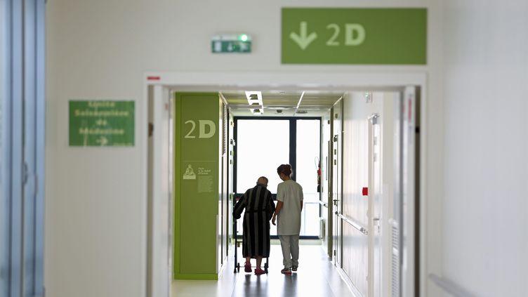 Dans le couloir de l'hôpital du Scorff, à Lorient (Morbihan), le 28 janvier 2015. (MAXPPP)