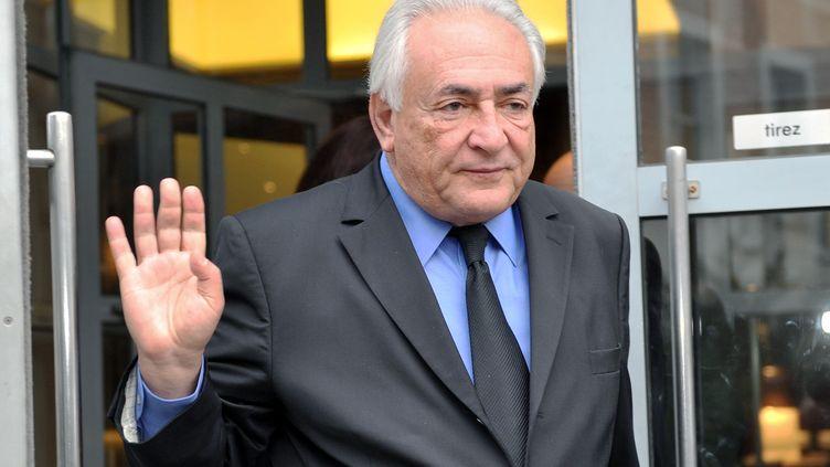 Dominique Strauss-Kahn quitte son hôtel de Lille (Nord), le 16 février 2015. (FRANCOIS LO PRESTI / AFP)