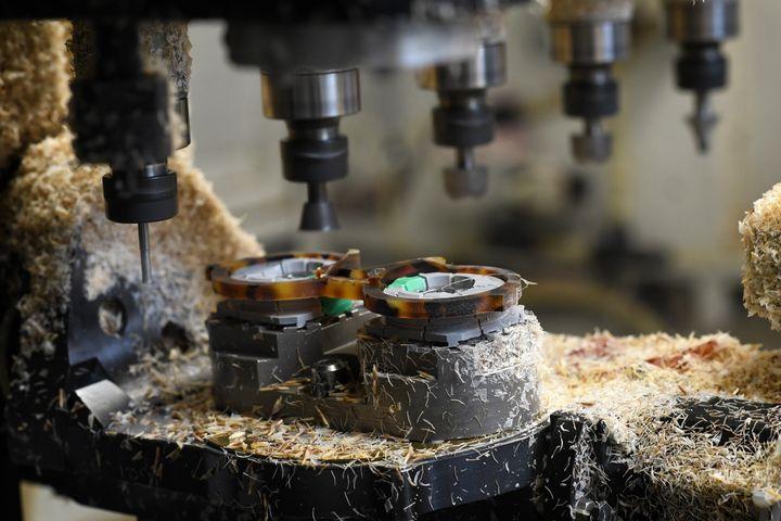 Fabrication de lunettes Nathalie Blanc dans une usine française (Eric Vargiolu)
