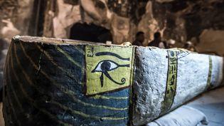 Un sarcophage trouvé par une mission archéologique française à Louxor (24 novembre 2018)  (Khaled Desouki / AFP)