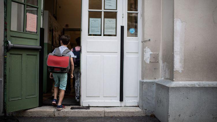Le jour de la rentrée scolaire dans une école élémentaire parisienne, le 2 septembre 2019. (MARTIN BUREAU / AFP)