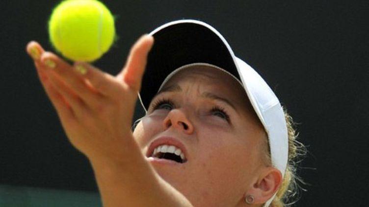 Caroline Wozniacki lors de son lancer de balle