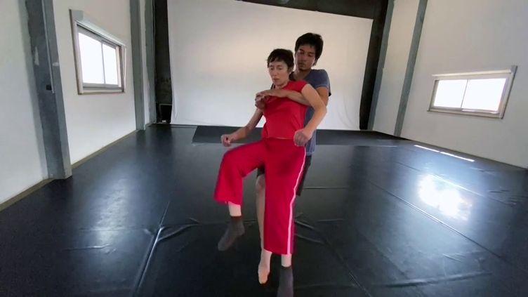 A Marseille, un chorégraphe fait danser des personnes privées de leur mobilité. (CAPTURE D'ÉCRAN FRANCE 3 / E. ZINI)