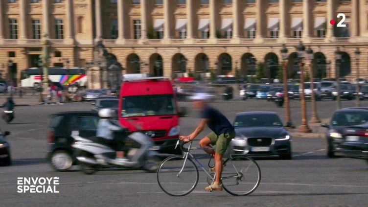 Autos, motos, vélos : le champ de bataille (ENVOYÉ SPÉCIAL  / FRANCE 2)