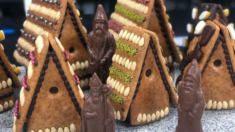 Les confiseries de Saint-Nicolas : maisons en pains d'épice et bonhommes en chocolat. (CHRISTINE FERBER)
