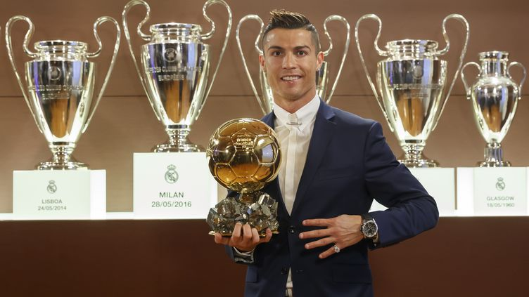 Cristiano Ronaldo a reçu son 4e Ballon d'Or à Madrid