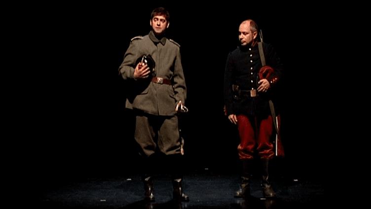 Maxime Pacaud et Philippe Hurlet, les deux comédiens qui interprètent le lieutenant Mayer et le caporal Peugeot  (France 3 Culturebox)