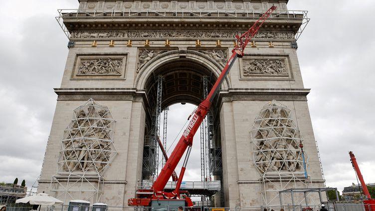 Chantier de l'empaquetage de l'Arc de Triomphe, le 30 juin 2021, Paris (LUDOVIC MARIN / AFP)