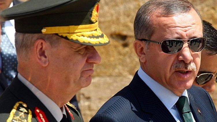 Le Premier ministre Tayyip ERdogan avec le chef d'Etat-major I.Basbug, à Ankara, le 1er août 2010 (AFP/A.Altan)