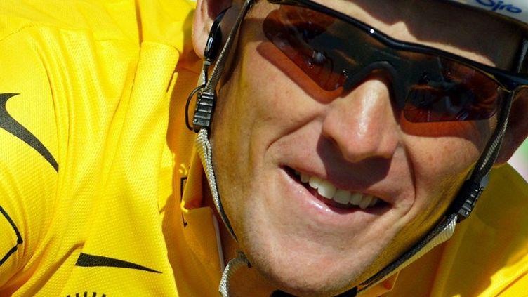 Le coureur cycliste américain Lance Armstrong lors du 89e Tour de France, à Vaison-la-Romaine (Vaucluse), le 23 juillet 2002. (JOEL SAGET / AFP)