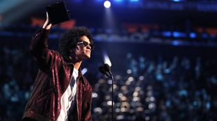 Bruno Mars récompensé aux Grammy Awards des trois parmi les quatre trophées majeurs.  (Christopher Polk / GETTY IMAGES NORTH AMERICA / AFP)