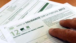 Un imprimé de déclaration de l'impôt de solidarité sur la fortune (ISF) pour l'année 2012. (DAMIEN MEYER / AFP)