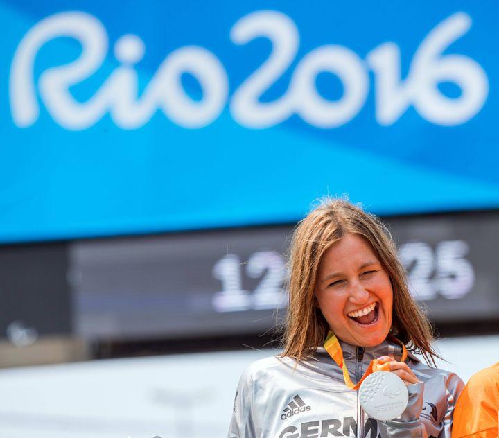 Denise Schindler avec sa médaille d'argent autour du cou à Rio
