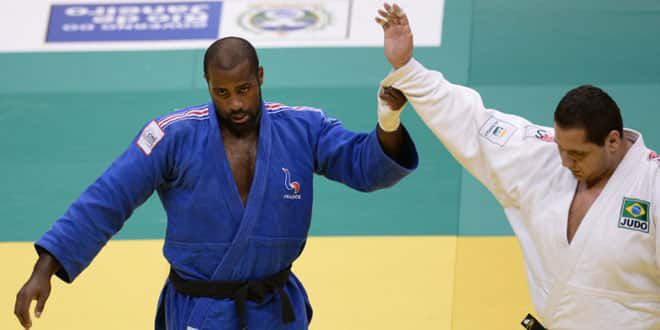 Teddy Riner en grand seigneur félicite son adversaire brésilien Rafael Silva