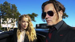 Johnny Depp et sa femme, Amber Heard en avril en Australie, où ils ont été accusés d'avoir fait entrer illégalement leurs deux chiens.  (Patrick Hamilton / AFP)
