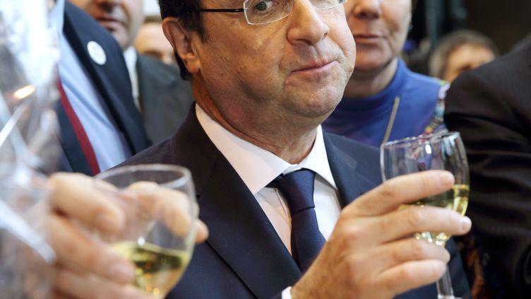 François Hollande en visite au salon de l'Agriculture, à Paris, le 22 février 2014. (PHILIPPE WOJAZER / AFP)