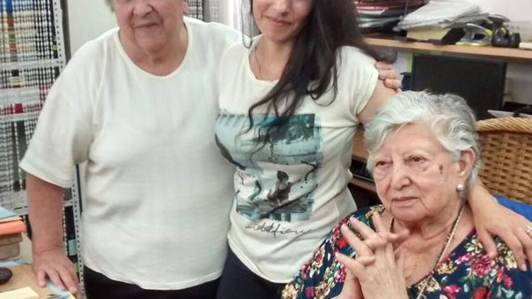 Une photo non datée de Clara Anahi, postée après ses retrouvailles avec sa grand-mère.