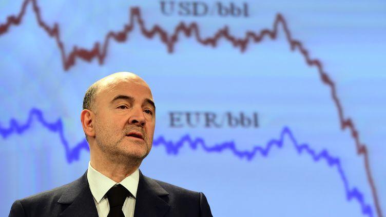 Le commissaire européen aux Affaires économiques , Pierre Moscovici, tient une conférence de presse à Bruxelles (Belgique), le 5 février 2015. (EMMANUEL DUNAND / AFP)