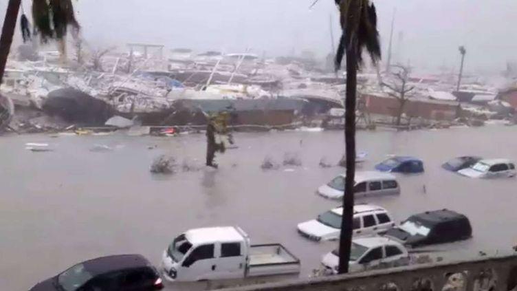 Des dégâts provoqués par le passage de l'ouragan Irma, mercredi 6 septembre, sur l'île de Saint-Martin. (MOREL / SIPA)