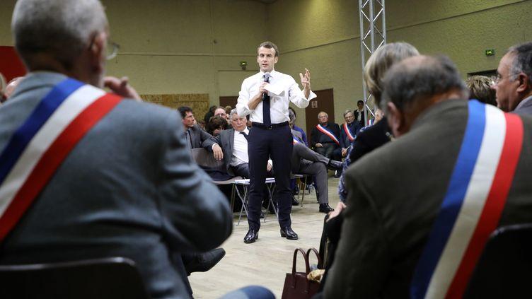 Emmanuel Macron face à 600 maires, à Souillac (Lot), le 18 janvier 2019. (LUDOVIC MARIN / AFP)