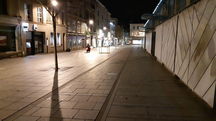 Les rues de Nancy, sous le coup d'un couvre-feu, vidées de ses habitants à 18 heures, le 2 janvier 2021 (photo d'illustration). (LÉO LIMON / RADIOFRANCE)