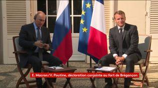 Vladimir Poutine et Emmanuel Macron s'expriment devant la presse, le 19 août 2019, depuis le fort de Brégançon. (FRANCEINFO)