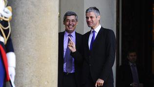 Henri Guaino et Laurent Wauquiez sortent du palais de l'Elysée, le 8 avril 2011. (MAXPPP)