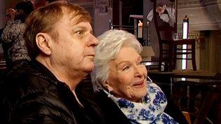 Line Renaud et Jacques Spiesser sur le tournage de la série Comissaire Magellan  (Capture d'écran France 3/Culturebox)