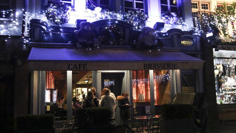Dans les rues de Strasbourg, après la fusillade du 11 décembre. (ELYXANDRO CEGARRA / ANADOLU AGENCY / AFP)
