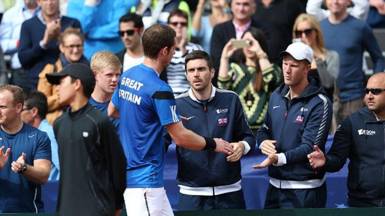 Andy Murray félicité par ses partenaires de l'équipe de Grande-Bretagne (CLIVE BRUNSKILL / GETTY IMAGES NORTH AMERICA)