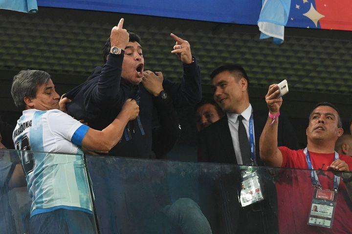 Maradona visiblement moqueur lors d'Argentine - Nigeria en 2018. (OLGA MALTSEVA / AFP)