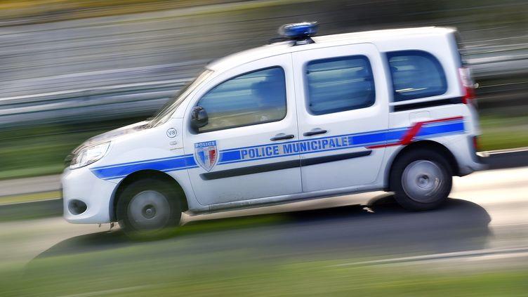 Une voiture de la police municipale, le 8 novembre 2017, à Nantes (Loire-Atlantique). (LOIC VENANCE / AFP)