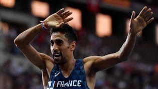 Morhad Amdouni après sa victoire au 10 000 m du championnat d'Europe, à Berlin, le 7 août 2018. (JOHN MACDOUGALL / AFP)