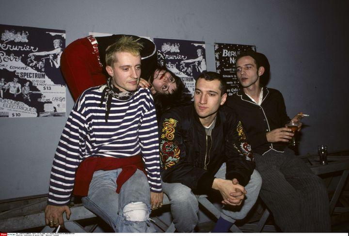 Bérurier Noir (Loran à gauche et Fanfan à côté de lui à droite) après une conférence de presse dans un club punk de Montréal, en décembre 1988. (IMAGES DISTRIBUTION / NEWSCOM / SIPA)