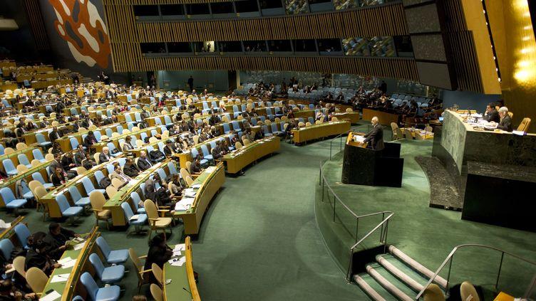 L'ambassadeur syrien auprès des Nations unies Bachar Al-Jafari s'adresse à l'Assemblée générale de l'ONU à New York le 13 février 2012. (DON EMMERT / AFP)