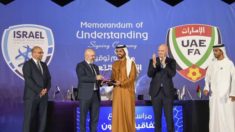 Gianni Infantino, président de la FIFA, assiste à l'accord entre l'UAEFA et l'IFA, le 14 décembre 2020 à Dubaï. (KARIM SAHIB / AFP)