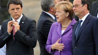 Angela Merkel entourée de Matteo Renzi et de François Hollande lors du sommet de l'Otan à Newport (Royaume-Uni), le 5 septembre 2014. (STEFAN ROUSSEAU / AFP)