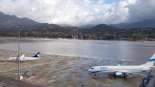 L'aéroport d'Ajaccio, innondé, est fermé depuis dimanche 22 décembre. (PIERRE ANTOINE FOURNIL / MAXPPP)