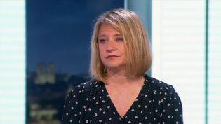 Karine Lacombe, infectiologue et cheffe de service à l'hôpital Saint-Antoine à Paris, sur le plateau du 20 Heures de France 2, mercredi 31 mars. (CAPTURE ECRAN FRANCE 2)