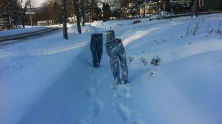 Un habitant de Minneapolis, dans le Minnesota, prend en photo des jeans congelés,débutjanvier 2016. (TOM GROTTING)