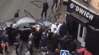 Image amateur de la voiture qui a percuté plusieurs personnes, dimanche 15 mai, à Vitry-sur-Seine (Val-de-Marne). (FRANCE 3)