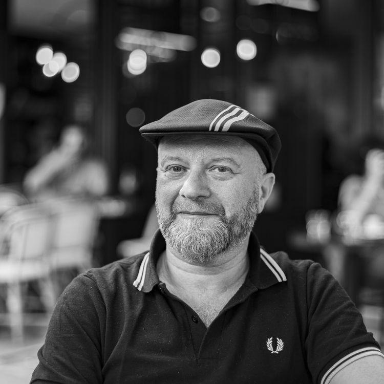 Jean-Luc Wertenschlag habite au-dessus du bar La Belle Équipe, cible des attentats du 13-Novembre. Ce soir-là, il a porté secours aux victimes (DAVID FRITZ-GOEPPINGER POUR FRANCEINFO)