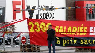 Manifestation d'une centaine de salariés de Mobilier européen devant une des franchises du groupe, Fly, le 18 octobre 2014 à Kingersheim (Alsace). (MAXPPP)