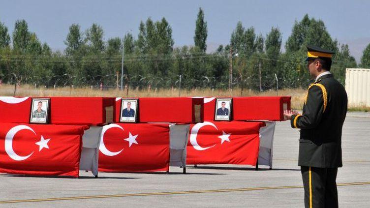 Soldats turcs tués lors d'une opération attribuée au PKK à Daglica, dans la région du sud-est du pays (8 septembre 2015).