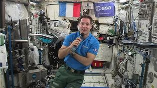 L'astronaute français Thomas Pesquet lors d'une interview à bord de la Station spatiale internationale, le 30 mai 2017. (EUROPEAN SPACE AGENCY / AFP)