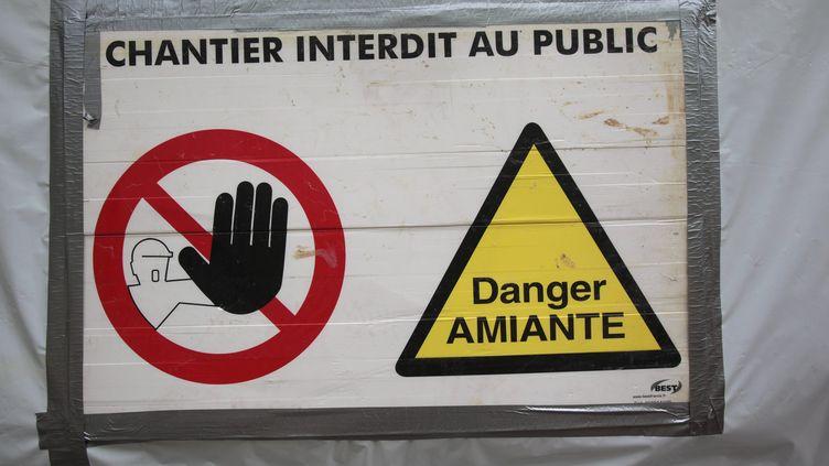 Un chantier interdit d'accès pour cause d'amiante (Photo d'illustration). (LIONEL VADAM / MAXPPP)