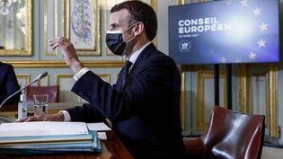 Emmanuel Macron participe, depuis l'Elysée à Paris, à une session de travail du Conseil européen en visioconférence, le 25 mars 2021. (MICHEL EULER / AFP)