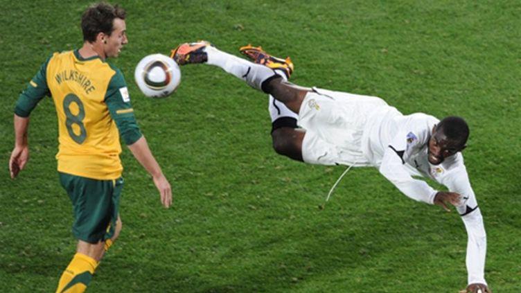 Wilkshire (Australie) tente de contrer Addy (Ghana) (GABRIEL BOUYS / AFP)